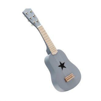 Guitarra gris de madera.