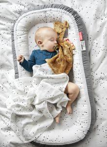 usar un nido bebé