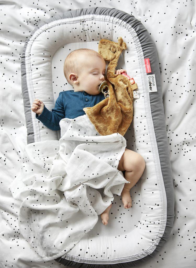Cuna nido bebé