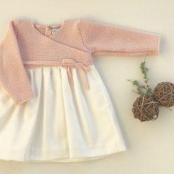 vestido cruzado de punto rosa